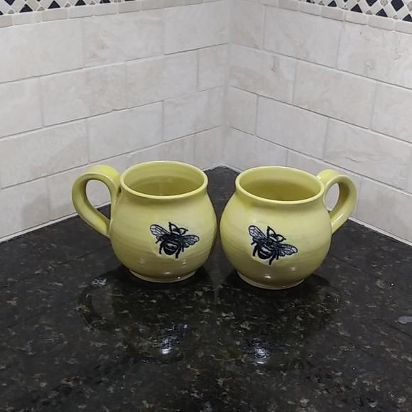 Leishman Pottery 2008 10 OZ Bumble Bee Mug